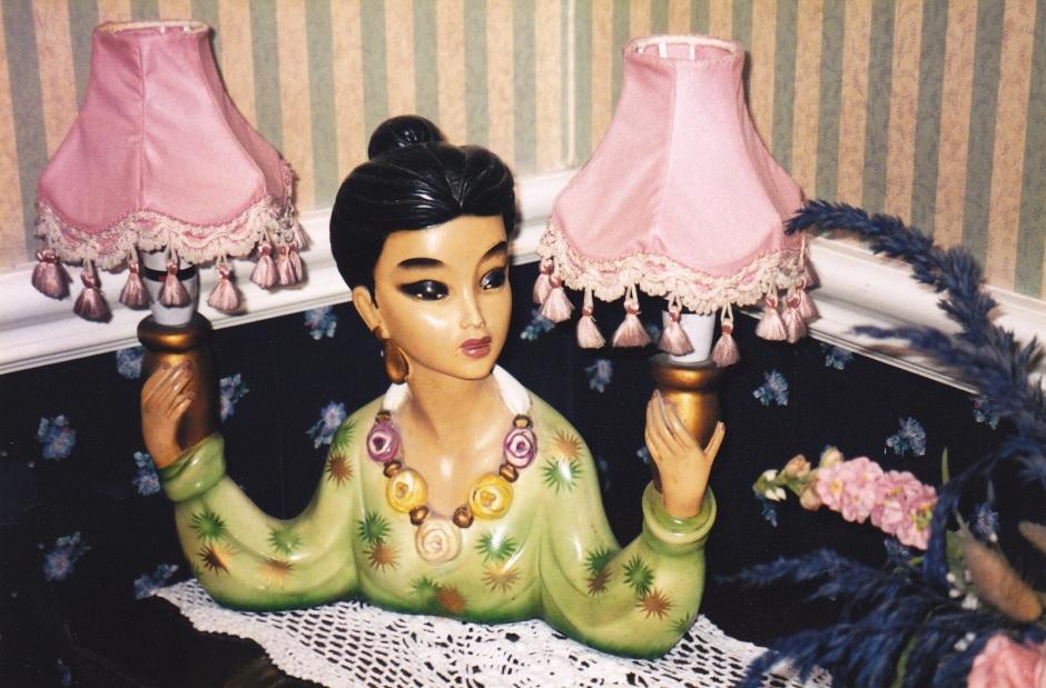 decorative lampshade, Glen Gat House, Dundlak, B&B, Larry Latrobe, Maryannadair, Is It Art?