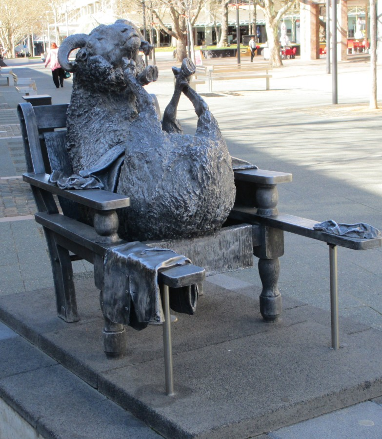 Les Kossatz - Ainslie's sheep statues, Canberra, sheep, is it art?