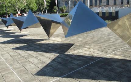 Bert Flugelman sculpture