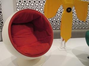 4eero-aarnio-globe-chair