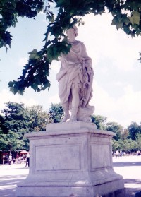 Tuilleries Statue, Tuileries garden, Paris, sculpture, statues, is it art?