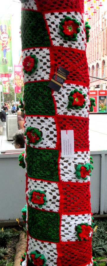 christmas sleever - guerilla knitting, yarn bombing, Christmas, is it art? street art,