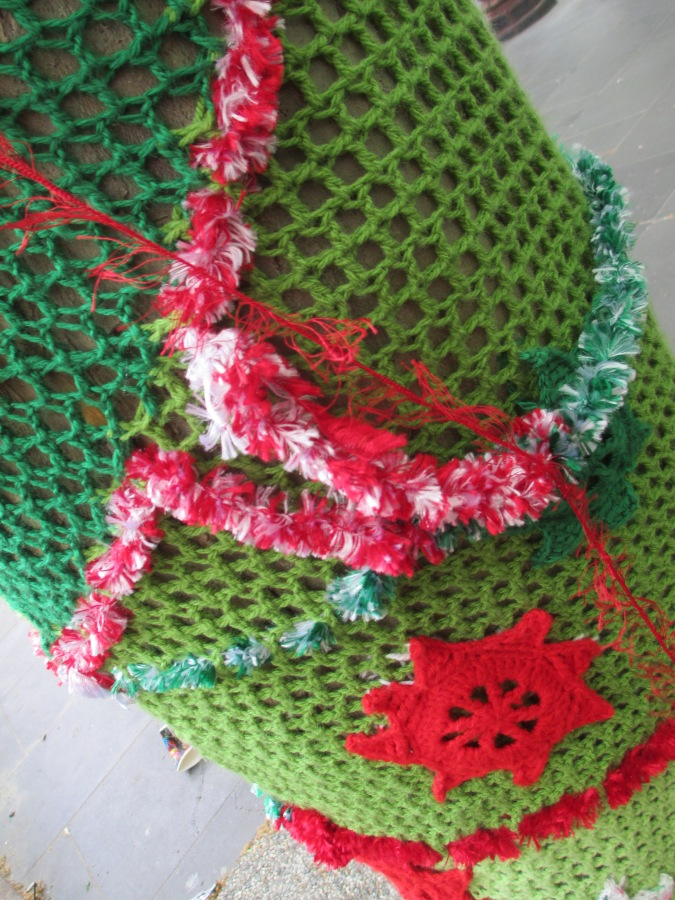 Christmas crochet tree sleeve - guerilla knitting, yarn bombing, Christmas decorations, street art, is it art?