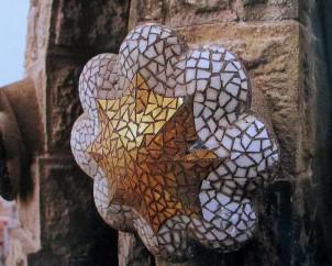 Gaudi | La Sagrada Familia (Detail of boss from mosaic